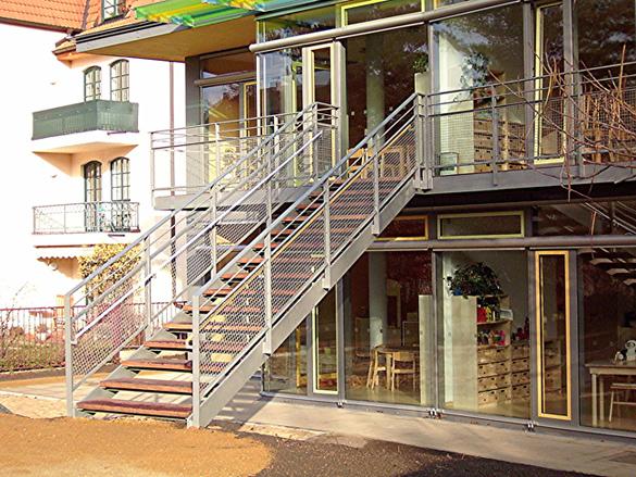 referenzen metalbau fluchttreppe des kinderhauses arche. Black Bedroom Furniture Sets. Home Design Ideas